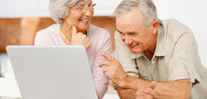 Gli anziani vivono meglio se utilizzano i social media