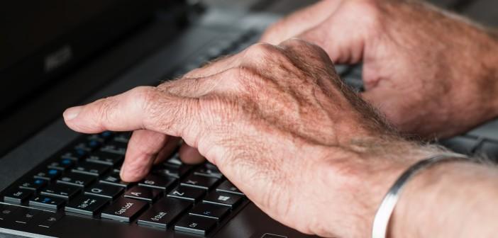 Nonni a lezione di comunicazione digitale, il Comune di Riccione mette a disposizione un corso per smartphone per gli over 60